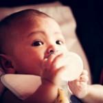 【溢乳(いつ乳)と嘔吐(吐乳)の違い】赤ちゃんのげっぷの気になる疑問