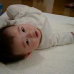 寝返りの練習をムリにする必要はない!~泣きながら練習する赤ちゃんや全然しない子もいるよ♪