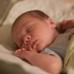 赤ちゃんの昼夜の区別はいつからつく?【生活リズムを整えるためにしたい3つのこと】