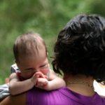 """赤ちゃんが抱っこが好きな理由~""""輸送反応""""に原因があった!"""