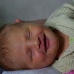 【新生児が笑う理由】声を出すこともある!カワイイ新生児微笑はいつ頃起こる?