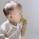 赤ちゃんの「なめる行為」にはちゃんとした理由があるのです!