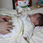 【おむつ替え】足をバタバタさせる&ピーンと伸ばす赤ちゃんへの5つの作戦