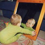 赤ちゃんが鏡を見て『自分』と認識するのはいつから?