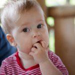《食事中》豆イスに座ってくれない1歳児対策5つ