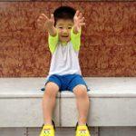 《すぐに抱っこをせがむ子供》歩きたがらないときの5つの対処法