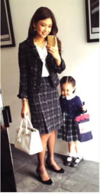 あの人気モデルの滝沢眞規子さんも、入園式や入学式には黒系を着ていました。